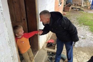 Halil Kastrati: njeriu i kthyer nga diaspora që ua kthen buzëqeshjen familjeve të varfra të Kosovës