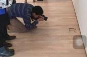 Lanë në tokë një palë syze optike, vizitorët e galerisë mendojnë se është vepër arti (foto)