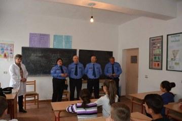 Xha Sulos i thyen hundët në Librazhd: ja kush është shefe Anila, e para femër që drejton një komisariat policie