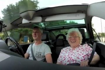 Gjyshja ka ditëlindjen, kjo është surpriza e veçantë që i ka bërë nipi