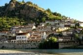 Në Beratin turistik: mes joshjes otomane dhe plehrave shqiptare
