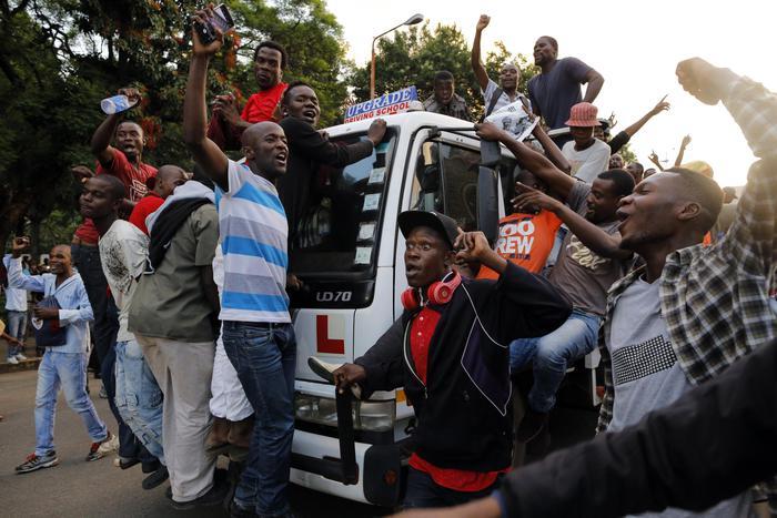 Zimbabve  festë pas dorëheqjes së Mugabes  zgjidhet kreu i ri i shtetit