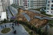 Rrënqethëse në Stamboll: Shembet muri mbi makinën në lëvizje (video)