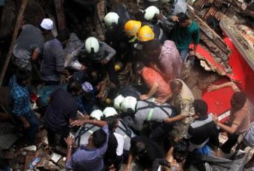 VIDEO/ Si u shemb një ndërtesë në Mumbai, pasoja në jetë njerëzore