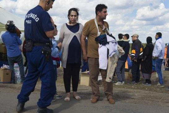 FOBIA/ Në Hungarinë e Orbanit: 17 roje për të përcjellë emigranten shtatzënë në spital
