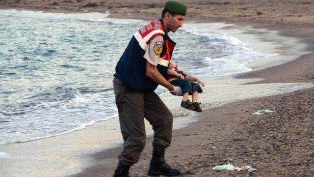 DEBATI  Një film mbi Ajlan Kurdi  fëmija i qindra pikëpyetjeve etike
