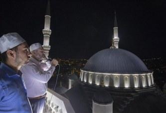 Tre vjet nga grusht-shteti në Turqi, 90 xhami kumbojnë me lutje në të njëjtën kohë (video)