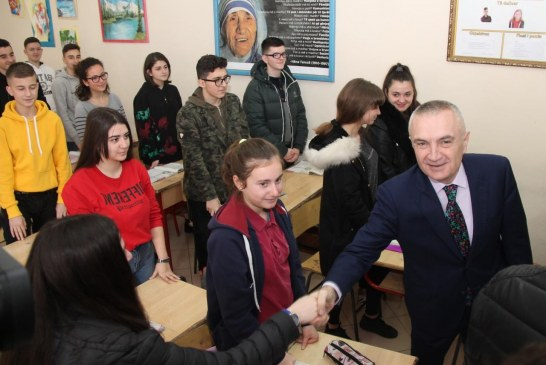 Nis viti i ri arsimor, presidenti apelon: kush ka braktisur shkollën, t'i kthehet sa më parë