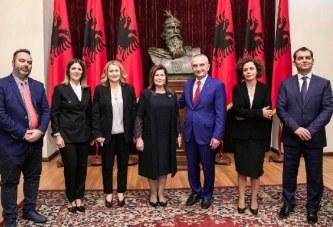 KRIZA/ Betim në Presidencë: Meta shpall nën delir krijimin e Kushtetueses me Xhaferllarin, heshtje nga ndërkombëtarët