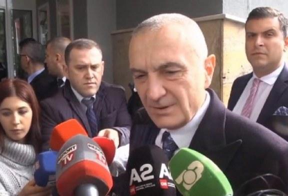"""PARADOKSI/ Meta quan """"bandë"""" dhuruesit e Presidencës: mos guxojnë të prekin Gjykatën Kushtetuese!"""