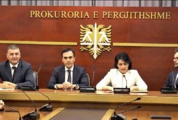 Kryeprokurori i ri, Olsian Çela merr detyrën nga shoqja e klasës: t'ja nisin nga tërmeti