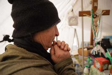 Lutje Perëndisë në vend të qeverisë, Basha: ja ç'po heqin banorët në zonat e tërmetit