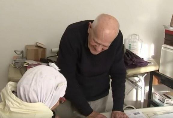 Infermieri 98-vjeçar: u shërben 20 pacientëve në ditë (video)