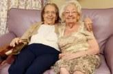 Shoqe e motra për gati 80 vjet: edhe në botën tjetër së bashku!