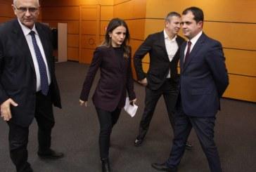 """Dorëzohet opozita: """"gëlltit"""" Gjiknurin dhe Hajdarin, ulet me ta në tryezën e Reformës Zgjedhore"""