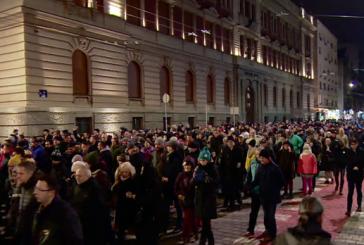 Protestë për Oliver Ivanoviçin në Beograd: Vuçiç ik!
