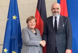 """Negociatat, Meta i """"kujton"""" Merkelit kushtet e Bundestagut"""