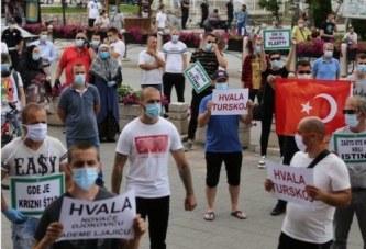 """""""Faleminderit Turqi"""" në zemër të Serbisë: protestë koronare kundër Vuçiçit"""